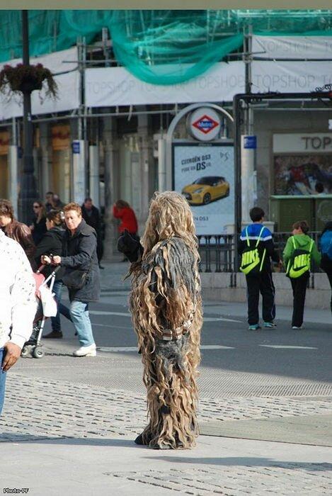 Живые статуи на улицах Барселоны