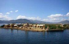 Плавучие острова племени Урос (озеро Титикака, Перу)