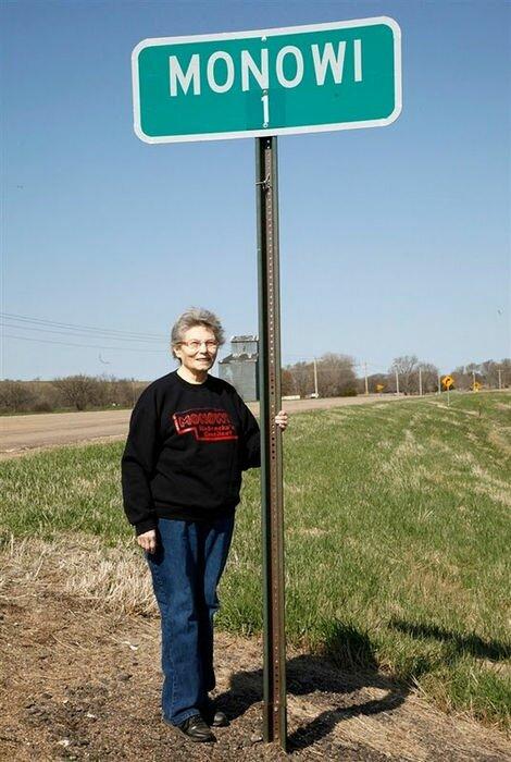 Монови: деревня с населением в один человек (США)