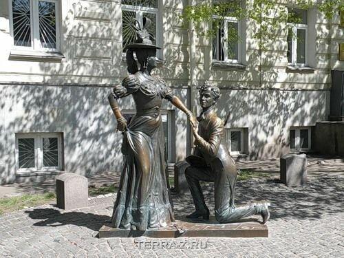 Памятник Проне Прокоповне и Голохвастову (Украина)
