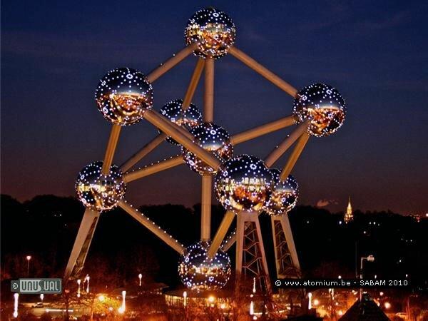 Гигантский кристалл отеля Атомиум (Бельгия)