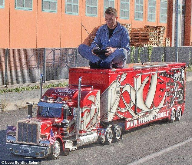 Копия Peterbilt 359: верхом на грузовике (Италия)