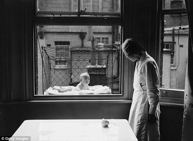 Оконные клетки для выгуливания детей (1930)
