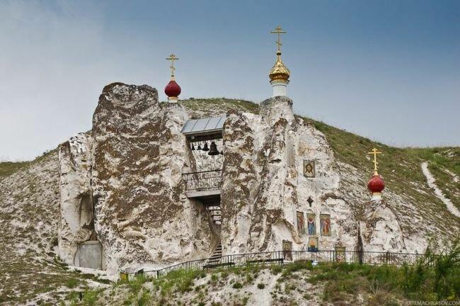 Костомаровский скальный Свято Спасский женский монастырь (Россия)