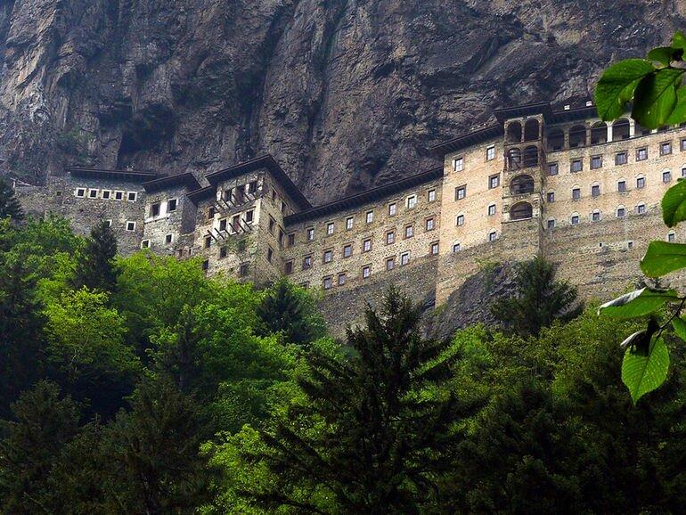 Монастырь Сумела Панагия: затерянный в скалах (Турция)