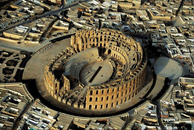 Римский амфитеатр в городе Эль Джем (Тунис)
