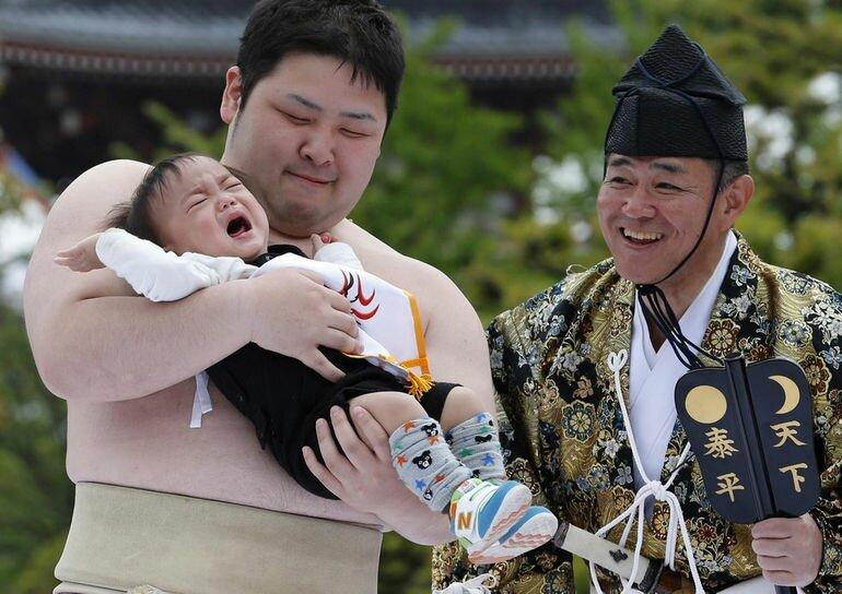 Наки Сумо: фестиваль плачущих младенцев (Япония)