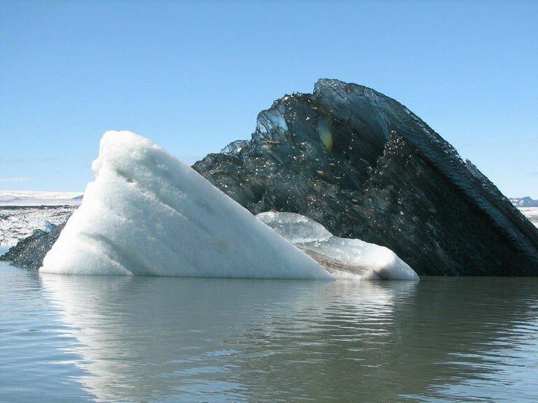Черный айсберг: уникальное природное явление