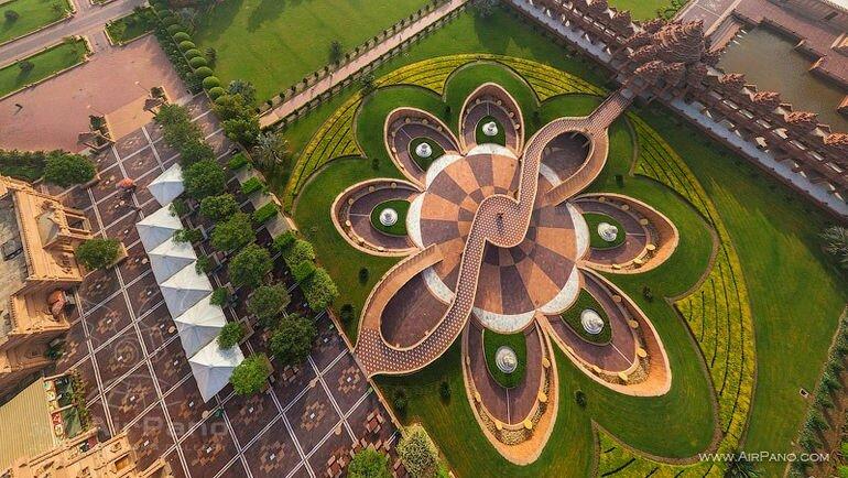 Сваминараян Акшардхам: самый большой индуистский храм в мире (Индия)