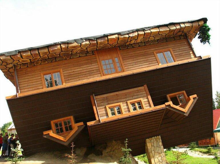 Перевернутый дом: необычное сооружение в Польше