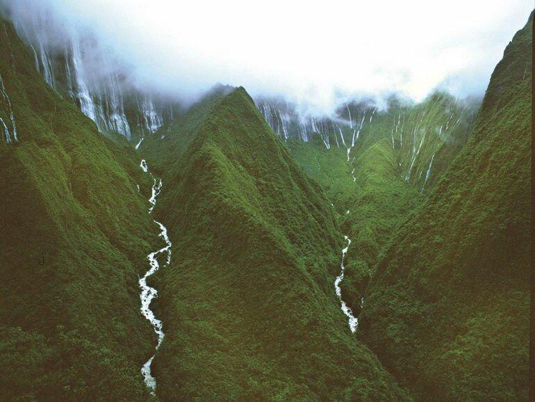 Водопад Хонокохау: напоминание о юрском периоде (США)