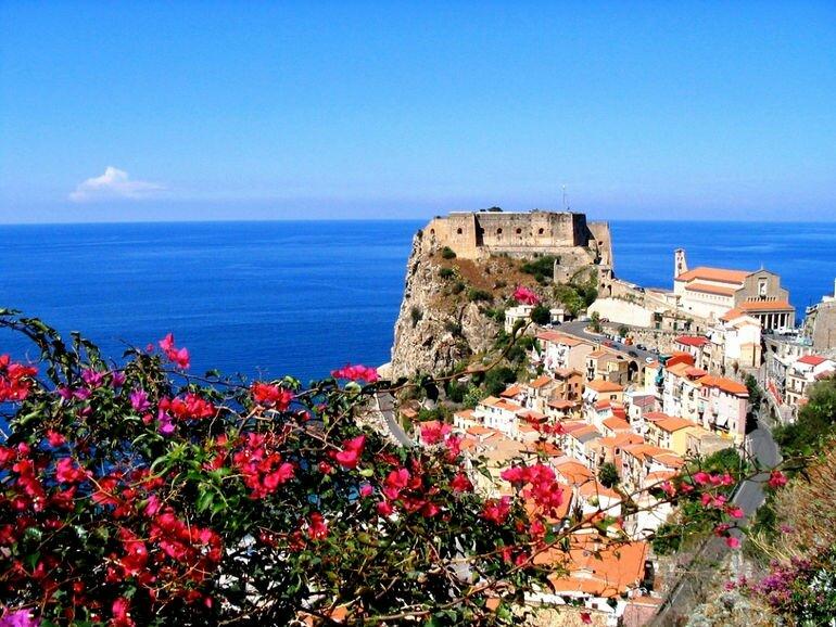 Замок Руффо: хранитель мифов и легенд (Италия)