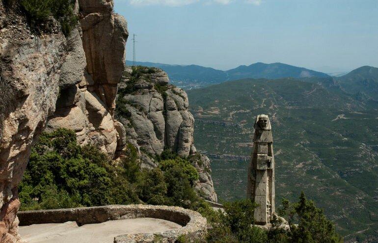 estatua-en-el-camc3ad-desde-collbatc3b3-hasta-montserrat
