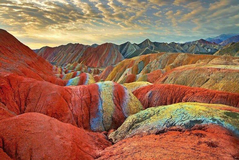 Цветные горы: очередная загадка природы (Китай)