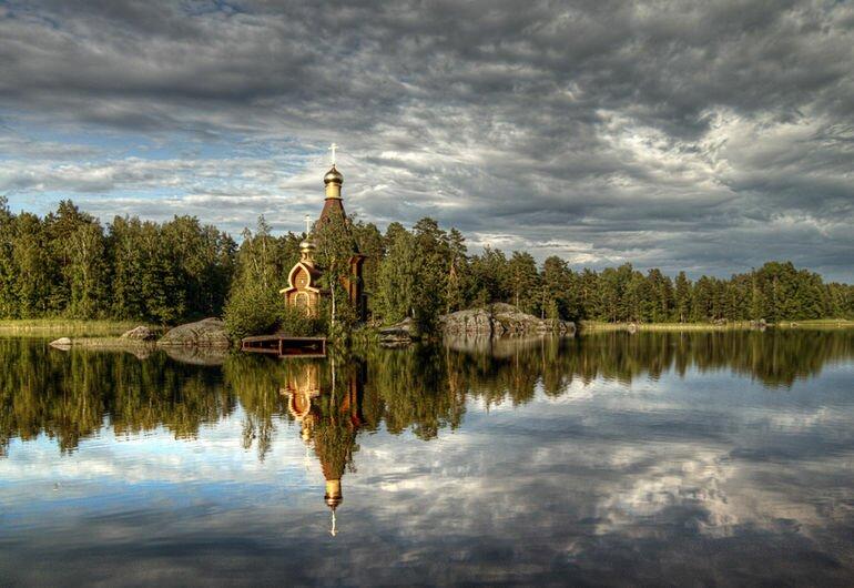 Единственная в мире церковь, построенная на острове скале (Россия)