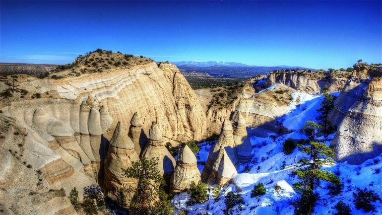 Невероятные скалы палатки: Kasha Katuwe Tent Rocks (США)