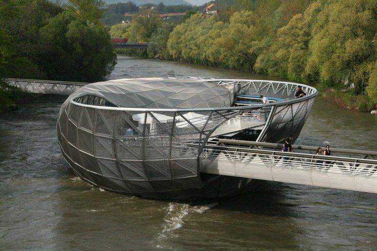 Муринзель: мост остров в городе Грац (Австрия)