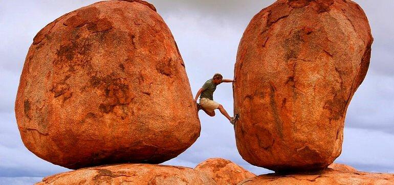 Дьявольские камни в Австралии