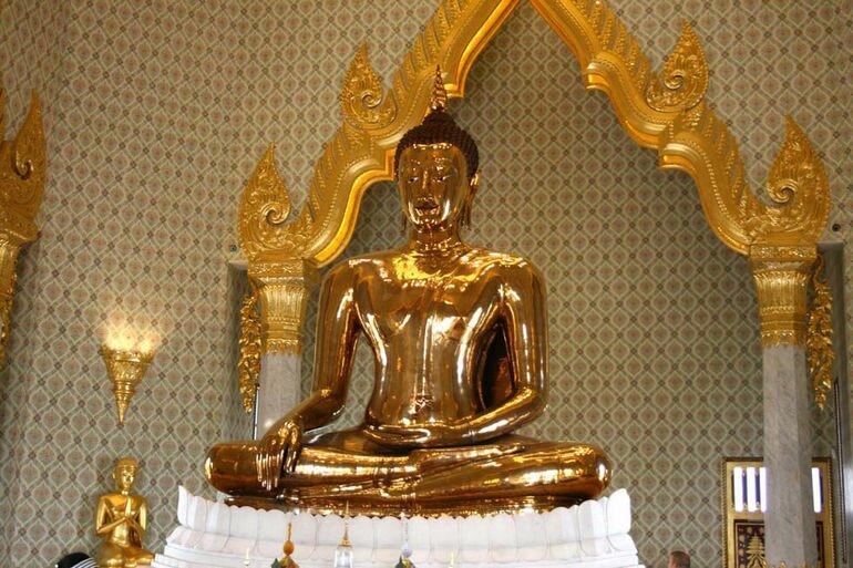 Статуя Золотого Будды в Бангкоке (Таиланд)