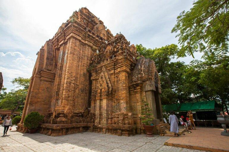 Тямские башни По Нагар (Вьетнам)