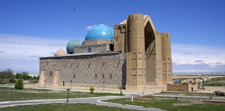 Мавзолей Ходжи Ахмеда Йассави в Туркестане (Казахстан)