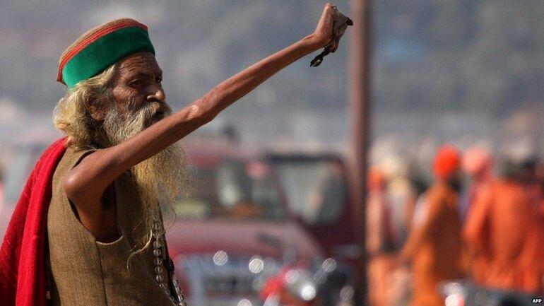 Амар Бхарти – 38 лет с поднятой рукой (Индия)